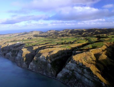 HAWKES BAY,- JANUARY 11: An aerial view of the entire course perched on the cliffs at Cape Kidnappers, on January 11, 2005, in Hawkes Bay,  New Zealand.  (Photo by David Cannon/Getty Images)